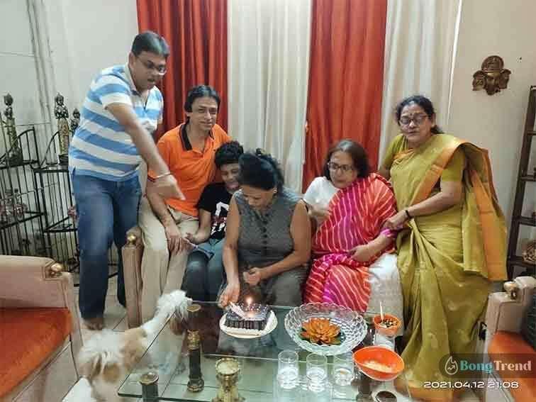 শ্রীময়ী Shreemoyi actress Indrani Haldar Mother Birthday Celebration
