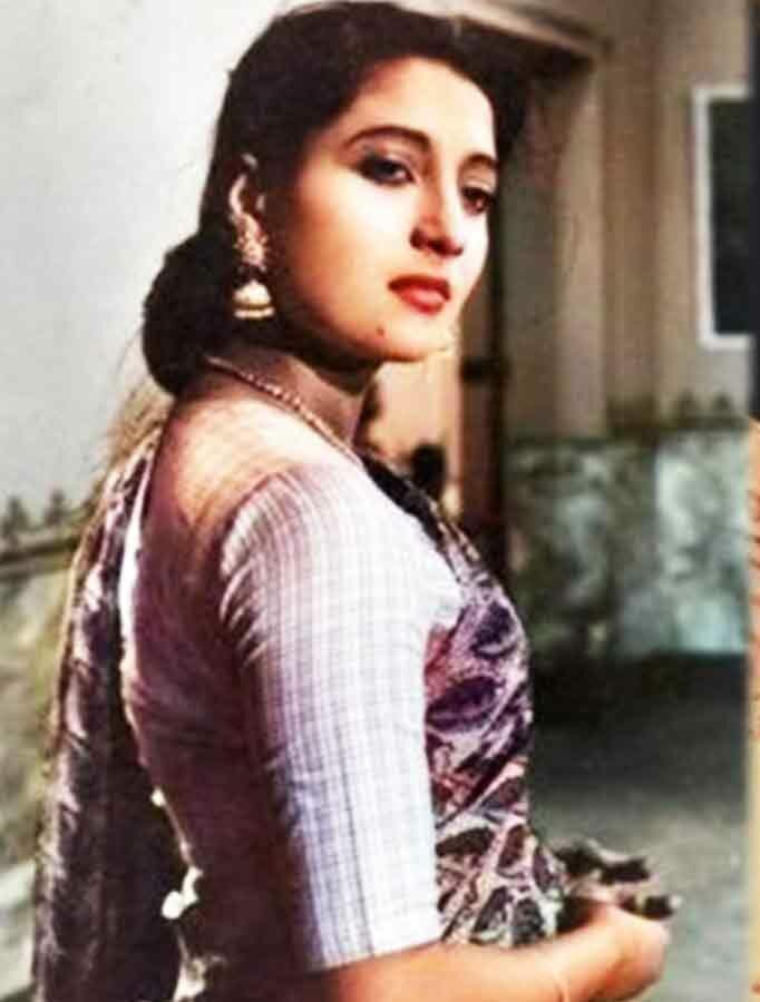 Photo of মহানায়িকা সুচিত্রা সেনের কোলে খুদে প্রসেনজিৎ, জন্মদিনে শ্রদ্ধা জানিয়ে পোস্ট বুম্বাদার