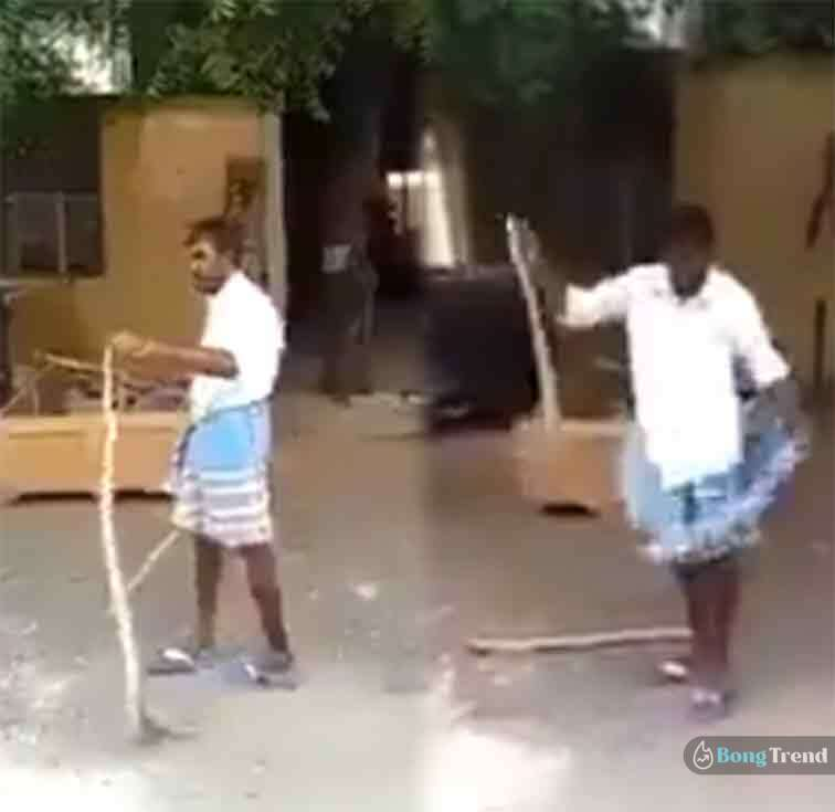 snake in lungi Viral Video