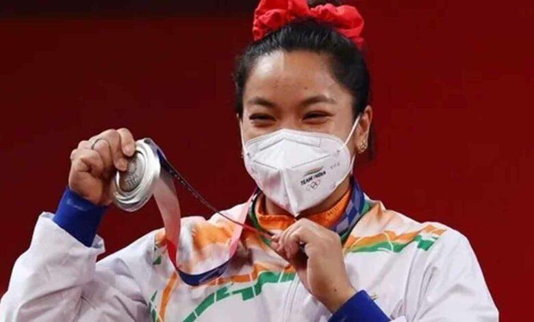 Meerabai Chanu indian athlete wins silver medal in Tokyo Olympics 2021