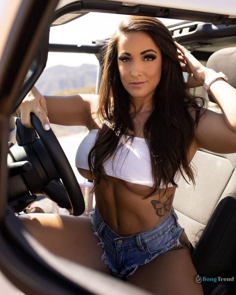 Courtney Tillia