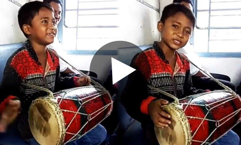 Little Boy singing on train viral video
